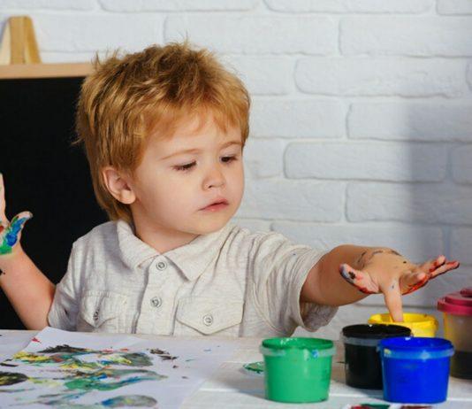 Fingerfarben selber machen geht so einfach und Kinder lieben sie!