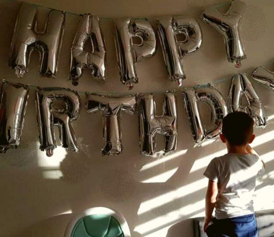 Mama Alina machte dieses Foto von ihrem Sohn an seinem dritten Geburtstag. Aufgrund der aktuellen Situation mussten sie diesen leider ohne Freunde feiern.