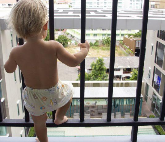 Den Balkon kindersicher zu machen ist gar nicht so schwer.