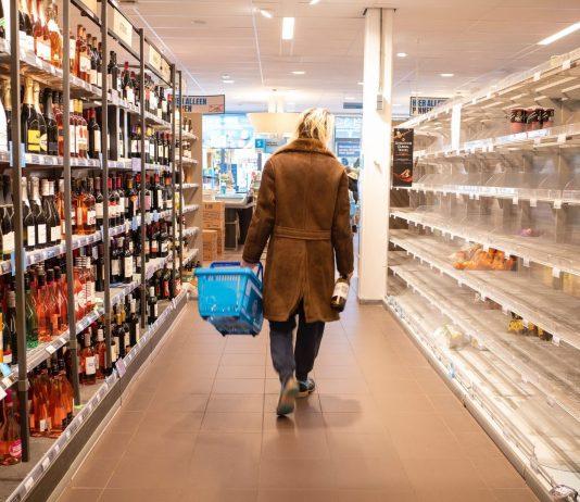 Der wöchentliche Gang zum Einkaufen gibt uns ein bisschen das Gefühl von normalem Alltag. Doch wie hoch ist die Gefahr einer Corona Ansteckung im Supermarkt?