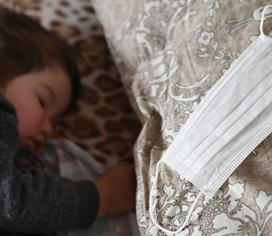 Positiv getestete Mamas in New York dürfen ihre Neugeborenen nur mit Mundschutz auf den Arm nehmen.