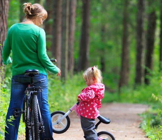 Social Distancing im Wald. Schön! Aber an sich müsste Mama jetzt arbeiten...
