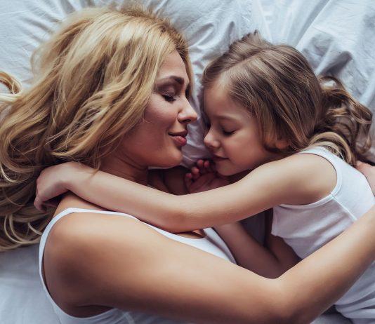 Je früher es für sie ins Land der Träume geht, desto glücklicher ist Mama.