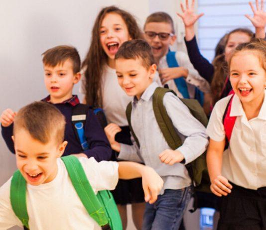 Jipiieehhh – oder? Wenn es nach einigen Experten geht, sollten bald alle Kinder wieder in Richtung Kita und Schule stürmen.