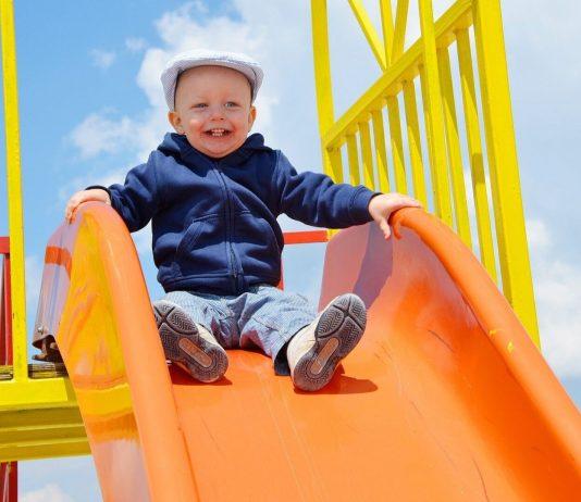 Spielplätze sind wieder geöffnet, Eltern müssen allerdings einige Regeln beachten