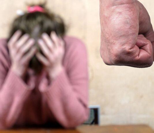 Nadine wurde von ihrem Partner geschlagen - und muss jetzt um ihr Kind kämpfen.