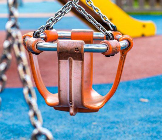 In Berlin hat ein Mann versucht, eine Zweijährige vom Spielplatz mitzunehmen.