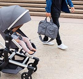 Die Sitzposition: Aufrecht und trotzdem richtig bequem, der Sitz des Day+ schmiegt sich an den Rücken des Kindes an.