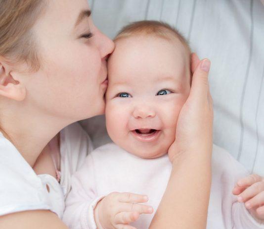 Babyhaut ist empfindlich: Deshalb ist es wichtig, wie wir die Babykleidung waschen.