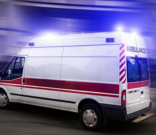 Die Mutter starb im Rettungswagen, nachdem sie ihre Tochter gerettet hat.