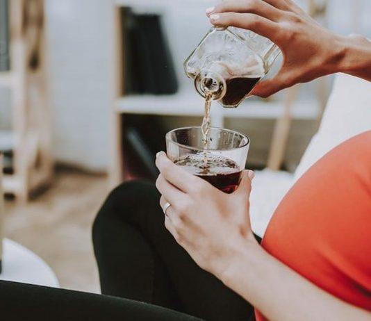 Die Frau war bei der Geburt so betrunken, dass ihr Baby gestorben ist.