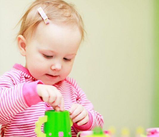Kinder können von Anfang an alleine spielen.