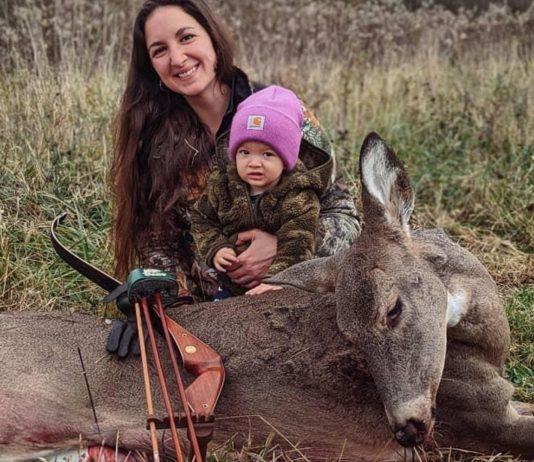 Beka Garris geht mit ihrer Tochter auf die Jagd.