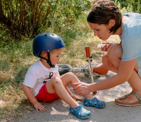 Beim Fahrradfahren, klettern, toben kann schnell etwas passieren.