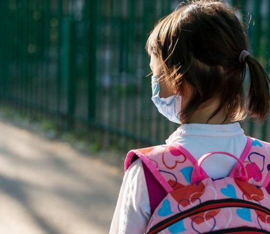 Die Maskenpflicht im Unterricht ist für die Kinder in NRW eine Herausforderung.