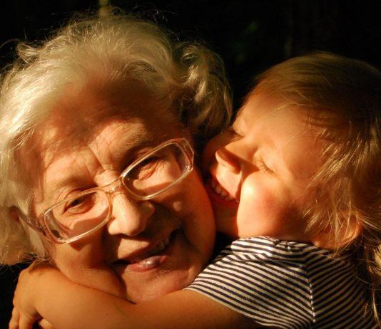 Oma ist die Beste!!!!! Aber nur, weil sie so schön nachgiebig ist!?