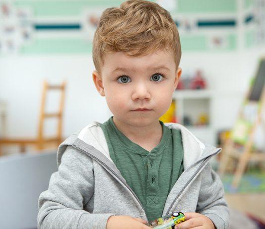 Emil leidet unter frühkindlichem Asthma. Wenn er sich anstrengt, bekommt er Husten und Atemnot.
