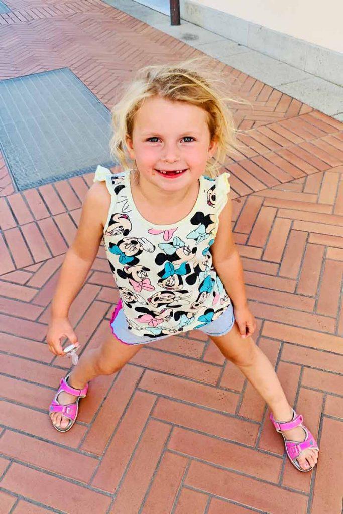 Sophie ist heute eine fröhliche 4-Jährige – die Neurodermitis hat nachgelassen!