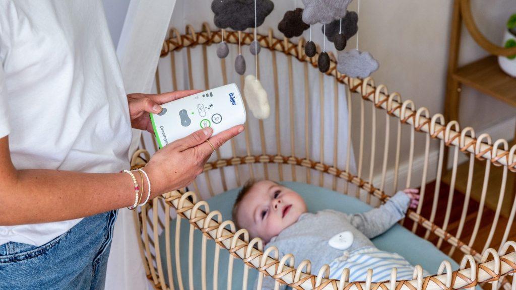 Der Dreamguard ist ein Baby-Bewegungsmonitor mit Atemüberwachung, Bauchlagenerkennung und integriertem Babyphone.
