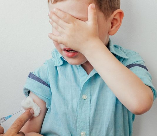 Augen zu und durch – aber welche Kinder sollte man wirklich impfen lassen?