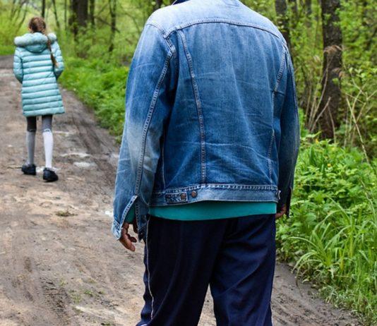 In Leipzig hat ein Mann mehrfach versucht, Kinder zu entführen.
