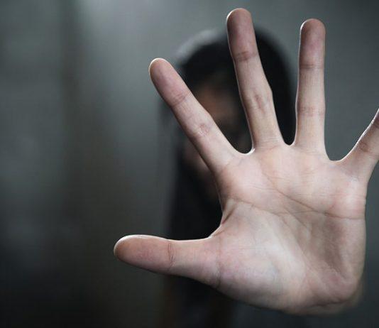 Ein Vater hat den Mann verprügelt, der seine Tochter missbraucht haben soll.