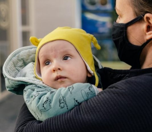 Wenn Eltern sich mit Corona infizieren, wird es für das Kind gefährlich