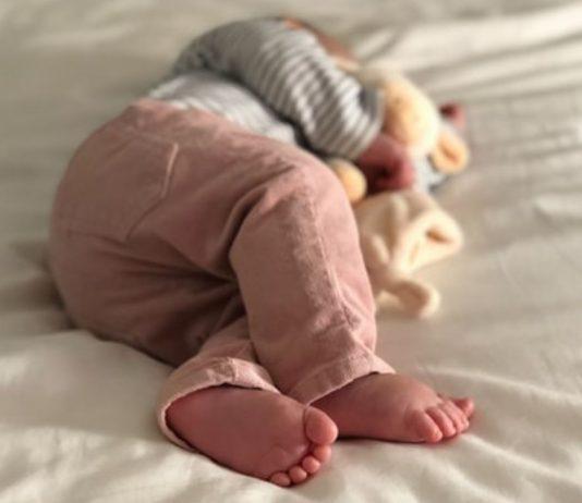 Baby Liam hatte den Verschluss einer Taschentücher-Packung verschluckt