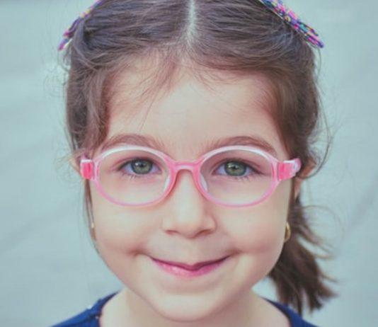 Die richtige Kinderbrille ist biegsam und leicht
