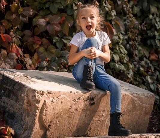 Meine Tochter trotzt den Jahreszeiten – und ich habe mir abgewöhnt, sie davon abzuhalten.