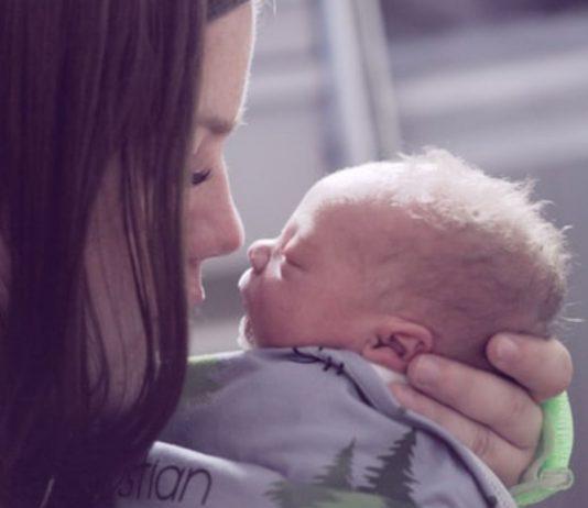 Eine 18-Jährige bemerkt Schwangerschaft erst, als das Kind schon da ist