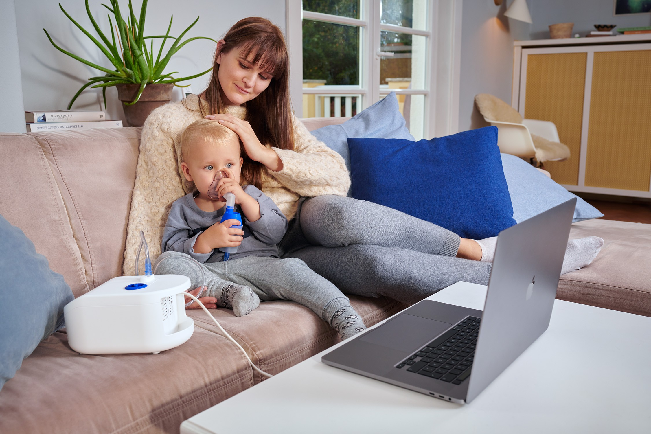 Omron C102 Total Produkttest inhalieren mit Kind