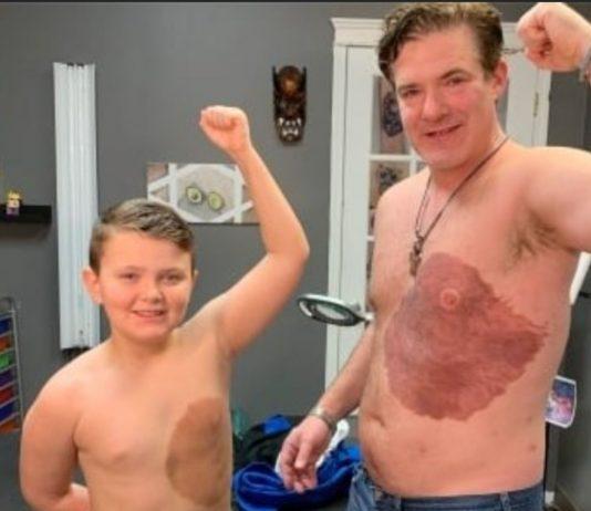 Vater Derek ließ sich für seinen Sohn 30 Stunden lang tätowieren
