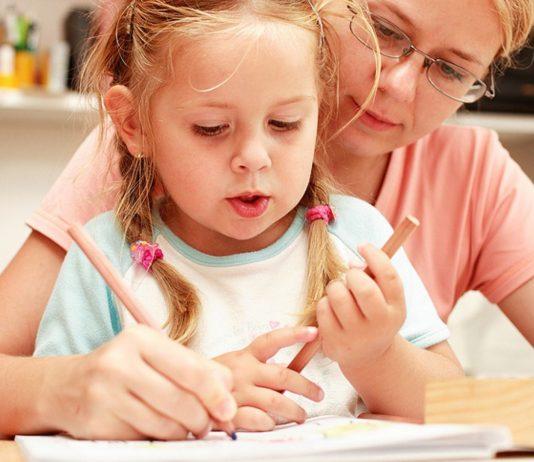 Corona-Kinderkrankengeld: Für Eltern gibt es finanzielle Entlastung, wenn sie ihre Kinder aufgrund der Corona-Maßnahmen selbst betreuen müssen.