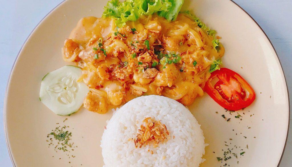 Reis mit Hähnchen und Paprika Rezept für ein Mittagessen Kinder schnell