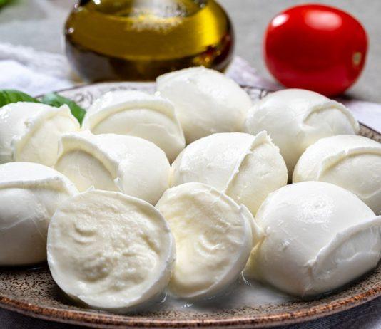 Mozzarella kannst du auch in der Schwangerschaft essen - wenn du ein paar Dinge beachtest.