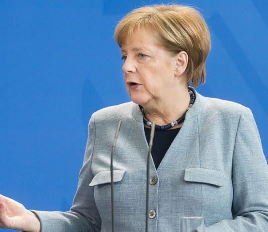 Angela Merkel verkündete die neuen Ergebnisse in einer Pressekonferenz. Foto: Symbolbild Bigstock