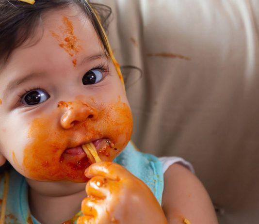 Fingerfood ist für dein Baby eine gute Möglichkeit, um feste Nahrung kennenzulernen.