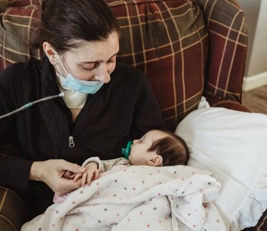 Mama Kelsey hat ihr Baby erst nach drei Monaten kennengelernt.