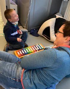 Der kleine Richard ist Autist und hat eine Lungenerkrankung. Foto: Instagram