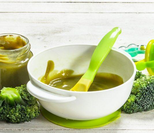 Brokkoli Babybrei ist gesund, aber du solltest ihn nicht zu früh anbieten.