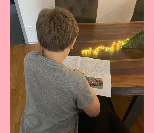 Inzwischen kann Martas Sohn wieder Schulaufgaben machen.