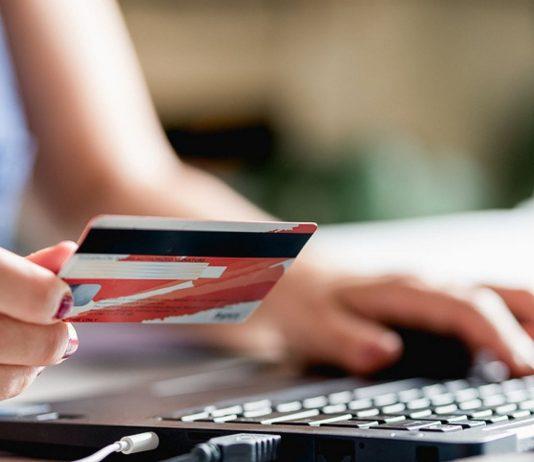 Bei Online-Zahlungen mit der Kreditkarte sind künftig neue Sicherheitsvorkehrungen Pflicht.