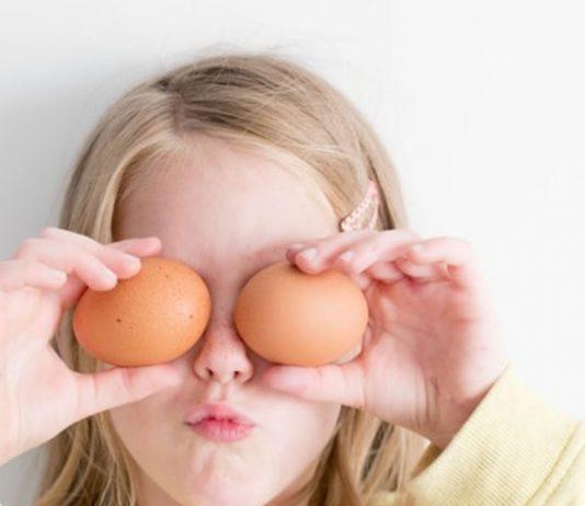 Ostereier auspusten mit Kindern kann richtig viel Spaß machen!