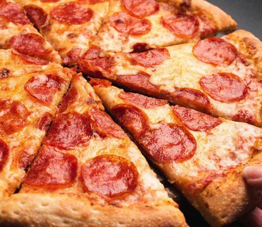 Eine gut durchgebackene Salamipizza ist auch in der Schwangerschaft erlaubt.