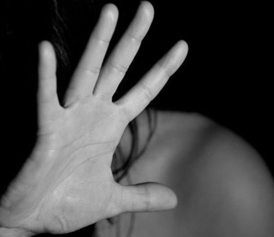 Eine Mama erzählt von ihren Erfahrungen mit häuslicher Gewalt.
