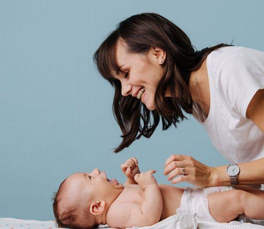Na, dieses Baby sieht doch aus, als wenn es einverstanden wäre, oder?