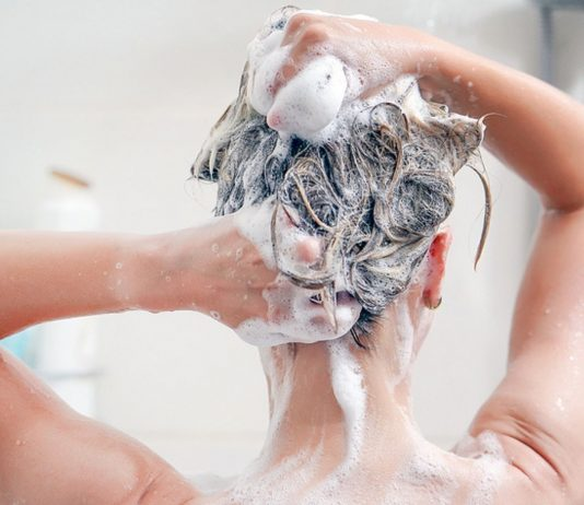 Häufiges Duschen schadet unserer Haut mehr, als das es gut tut.