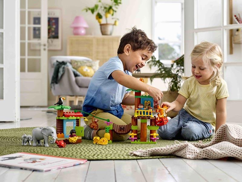 Mit LEGO DUPLO Sets spielen Kinder gern gemeinsam