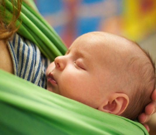 Richtiges Tragen ist für Mama und Baby wunderschön.
